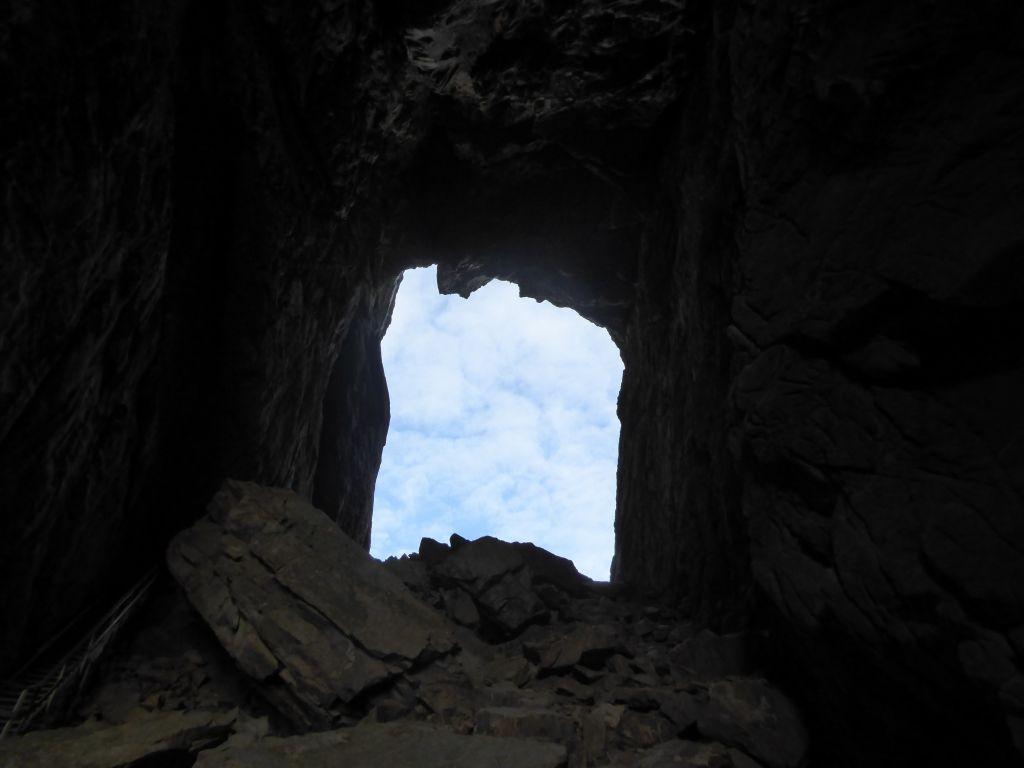 das Loch im Berg